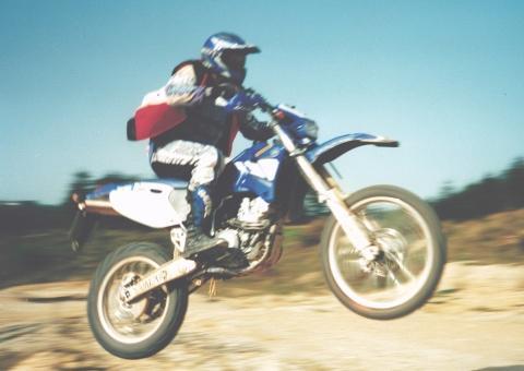 Achtung tieffliegende Yamaha - (Motorrad, Enduro, Cross)