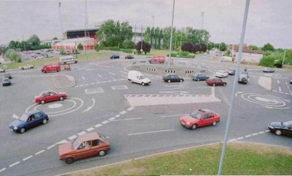 Kreisel zum Linksblinken - (Kreisverkehr, blinken)