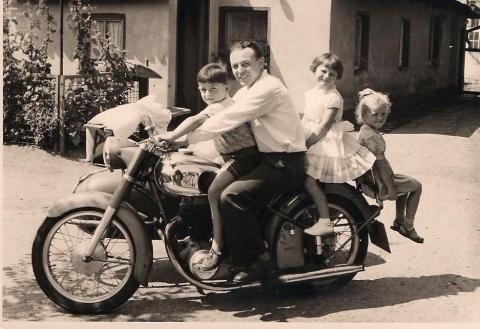 auch der Onkel kann ihn nicht bremsen - (Motorrad, Führerschein, Auto)