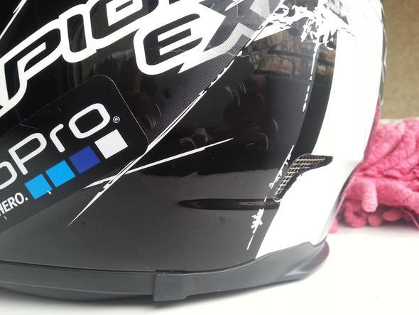 Bild 1 - (Helm, Beschädigung, runtergefallen)