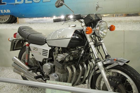 knapp mehr als drei - (Motorrad, Sitzhöhe, Vierzylinder)