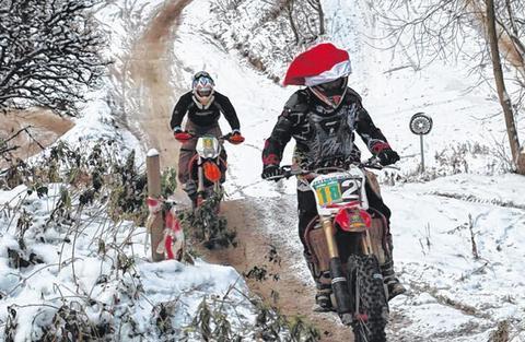 Nikokaus-Cross (Bild aus dem Internetz, also der größten Suchmaschine) - (Biker-Weihnatchten, Frohe Weihnacht)