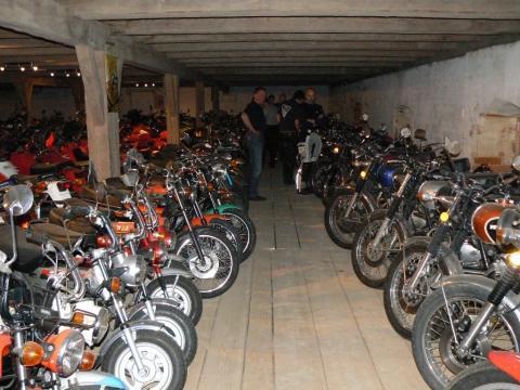 200 Mopeten, einige Dax - (Deutschland, Motorradmuseum)