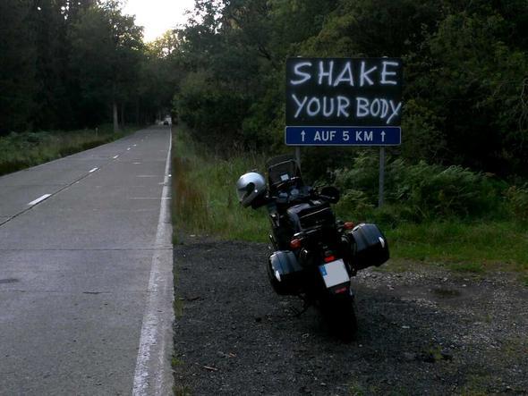 schlechter Strassenzustand in Belgien, zu stehend zu ertragen ;-) - (Tour, Motivation)