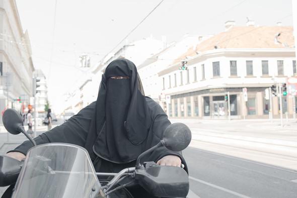 Burka-Biker - (Hilfsmittel, Helferlein)