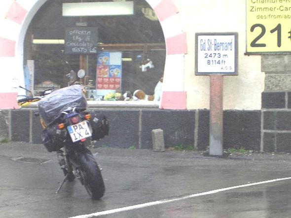 Ber Regen über'n Bernhard - (KTM 690 SMC, Tourenmotorrad)