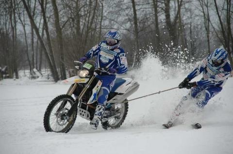 Bilduntertitel eingeben... - (Umfrage, Moped, Skijöring)
