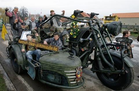 Russisches-Panzergespann - (Umfrage, gespann, Ural)