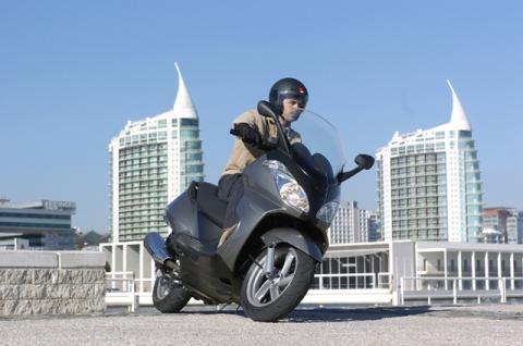 Bilduntertitel eingeben... - (Motorrad, Alternative, Grossroller)