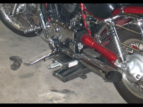 Bilduntertitel eingeben... - (Motorrad umkippen befestigen, Scherenheber fixieren sichern)