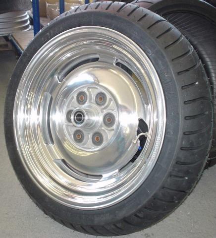 - (Reifen, v-max)