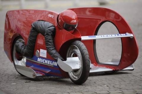 - (Motorrad, Motorradfahren, Rückenschmerzen)