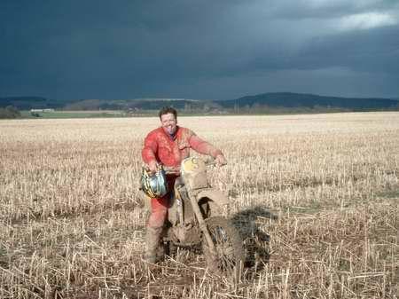 Endurist mit Husky nach einem Endurorennen in Dreckenach - (Profil, Bilder)