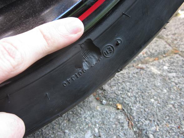 Reifenschaden1 - (Reifen, Beschädigung)