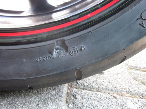 Reifenschaden2 - (Reifen, Beschädigung)