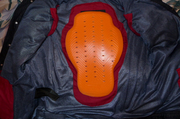 - (Grösse, Schutzkleidung, Rückenprotektor)