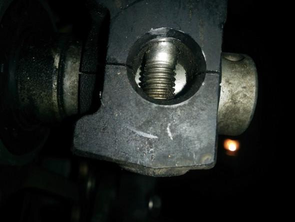 Unterseite Gabelfuß (Klemmschrauben deutlich zu sehen), Dorn würde anstoßen - (Gabel, Montageständer, Frontheber)