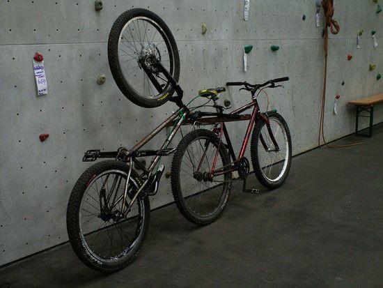 Fahrrad an Fahrrad anhängen - (Tour, reise, Transport)