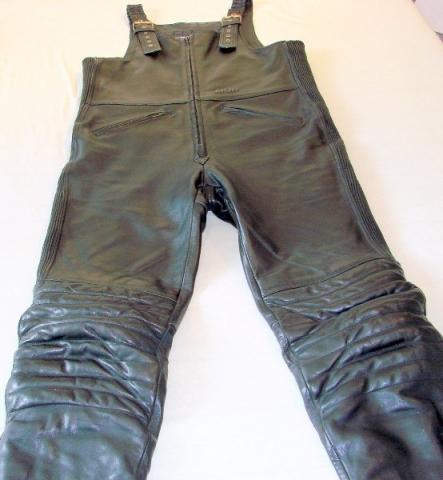 Lederlatzhose zum Motorradfahren?