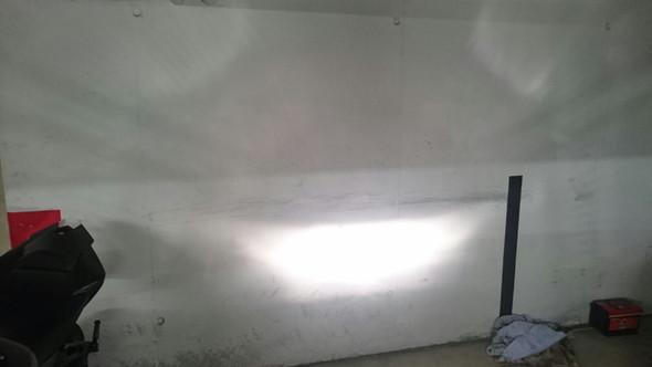 Fernlicht ca 2 Meter von der Wand entfernt - (Scheinwerfer, MT 03)
