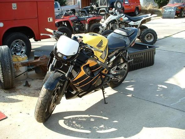 Perfektes Bike zum Umbau (streetfigher/stuntbike/superbike)
