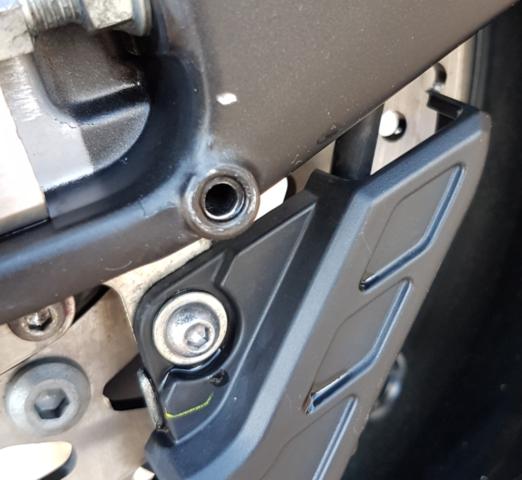 Macke in Schwinge  - (Felge Reifenwechsel beschädigt, Werkstatthaftung)
