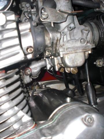 - (Standgas, Suzuki GS750D)