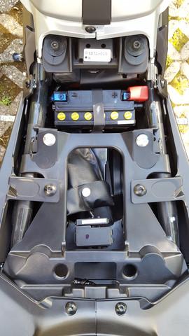 Was ist das für ein Metallteil in meiner Yamaha MT-125 unter dem Fahrersitz?