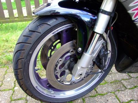 vorderer Reifen - (Suzuki)