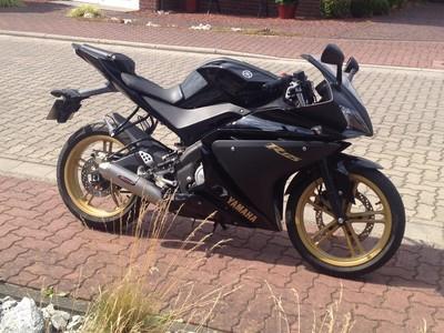 Schwarz, Gold - (Motorrad, Farbe)