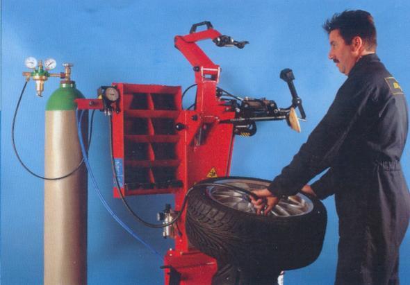 Reifen-Gasfüllung - (Reifen, Reifenfüllung)