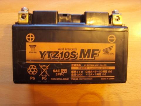 - (Batterie, Triumph TT600)