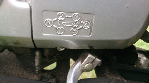 Beschreibung über dem Schalthebel  - (Motorrad, 125er, Unfall)