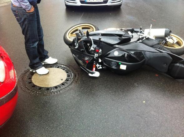 Bild 1 - (Unfall, Versicherung, Reparatur)