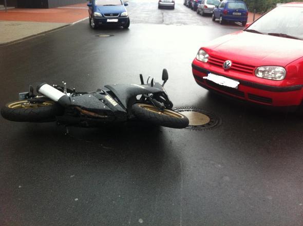 Bild 2 - (Unfall, Versicherung, Reparatur)
